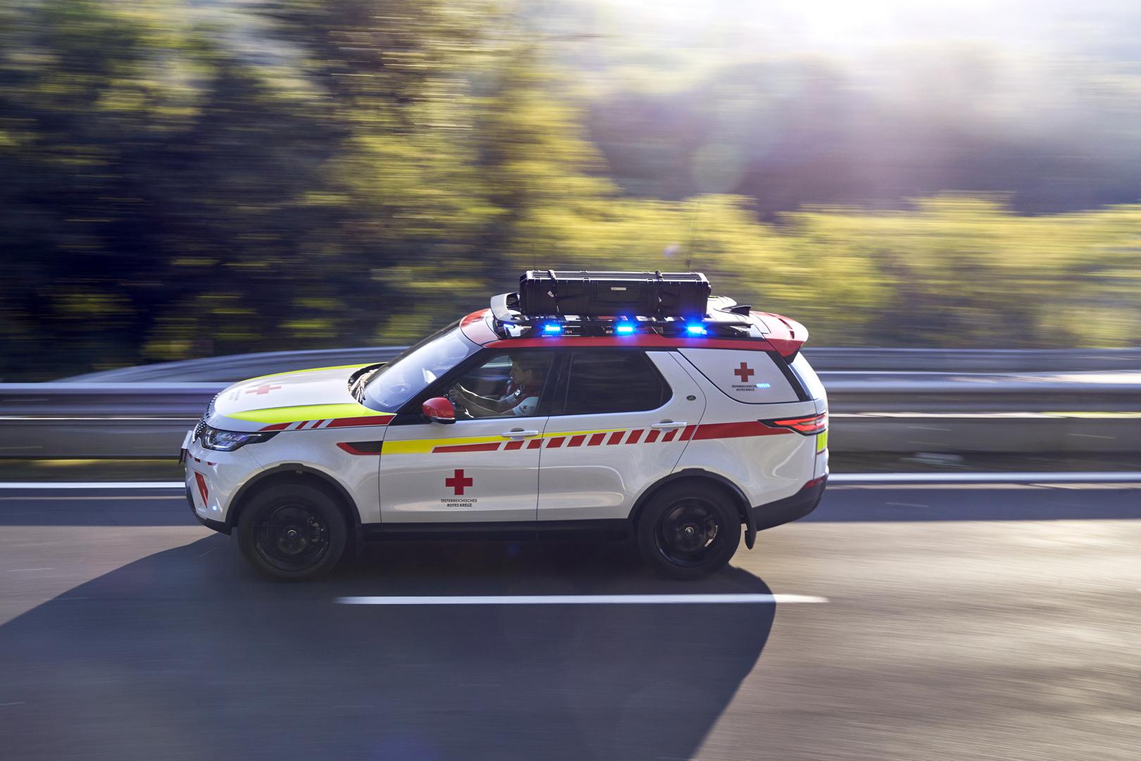 lrdiscoveryredcrossemergencyresponsevehicle02101819