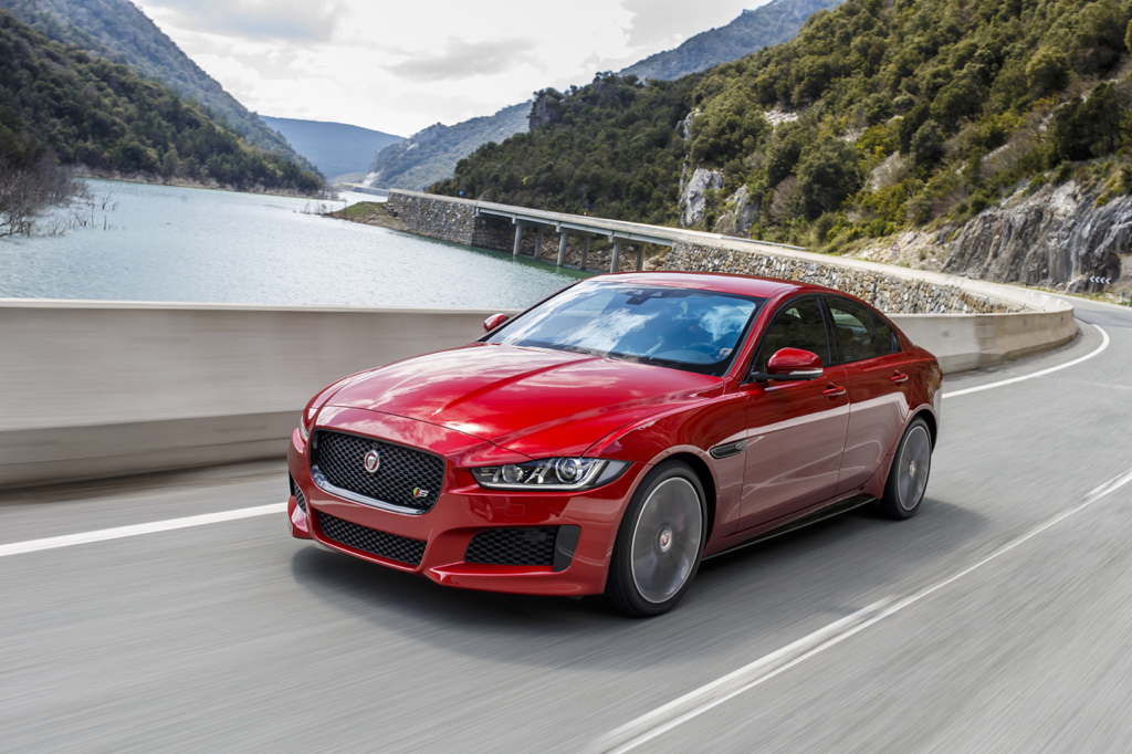 Jag_XE_ItalianRacingRed_V6S_Auto_120515_03