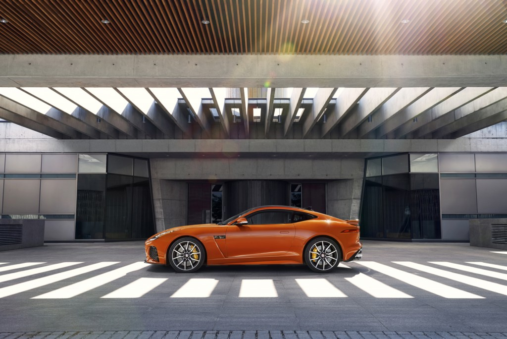 Jag_FTYPE_SVR_Coupe_Location_170216_01_126542