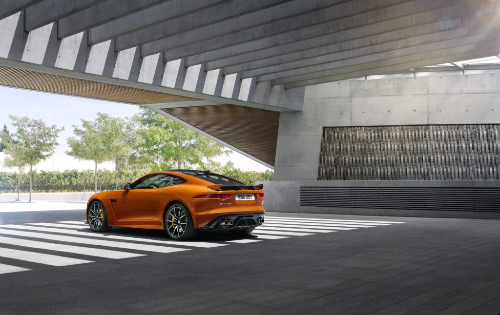 Jag_FTYPE_SVR_Coupe_Location_170216_03_126540