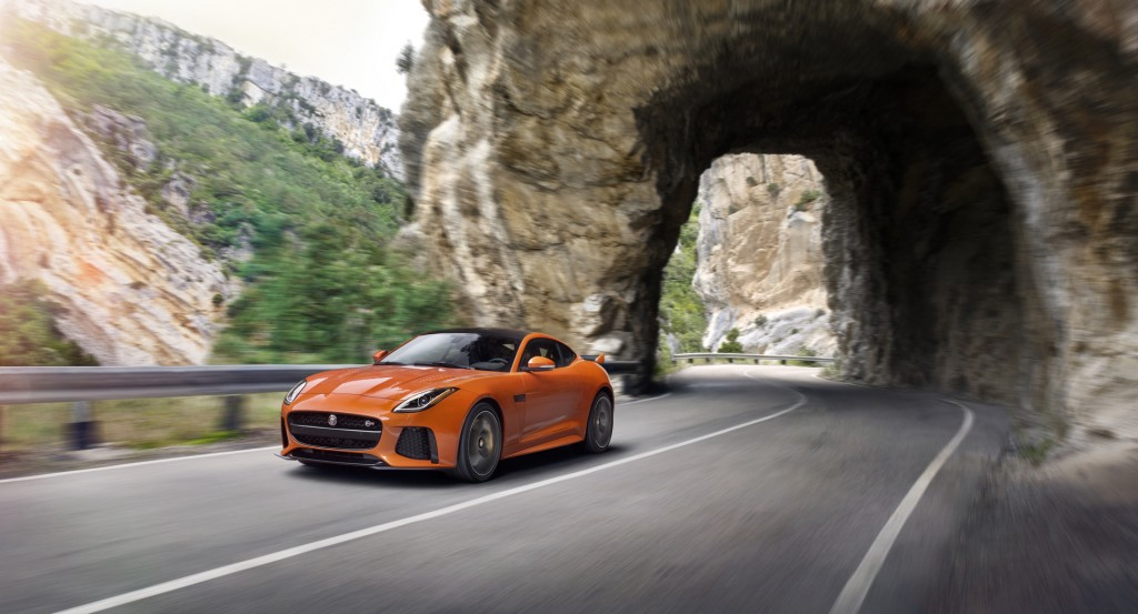 Jag_FTYPE_SVR_Coupe_Location_170216_05_126528