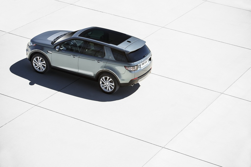 LR_Discovery_Sport_02_93342