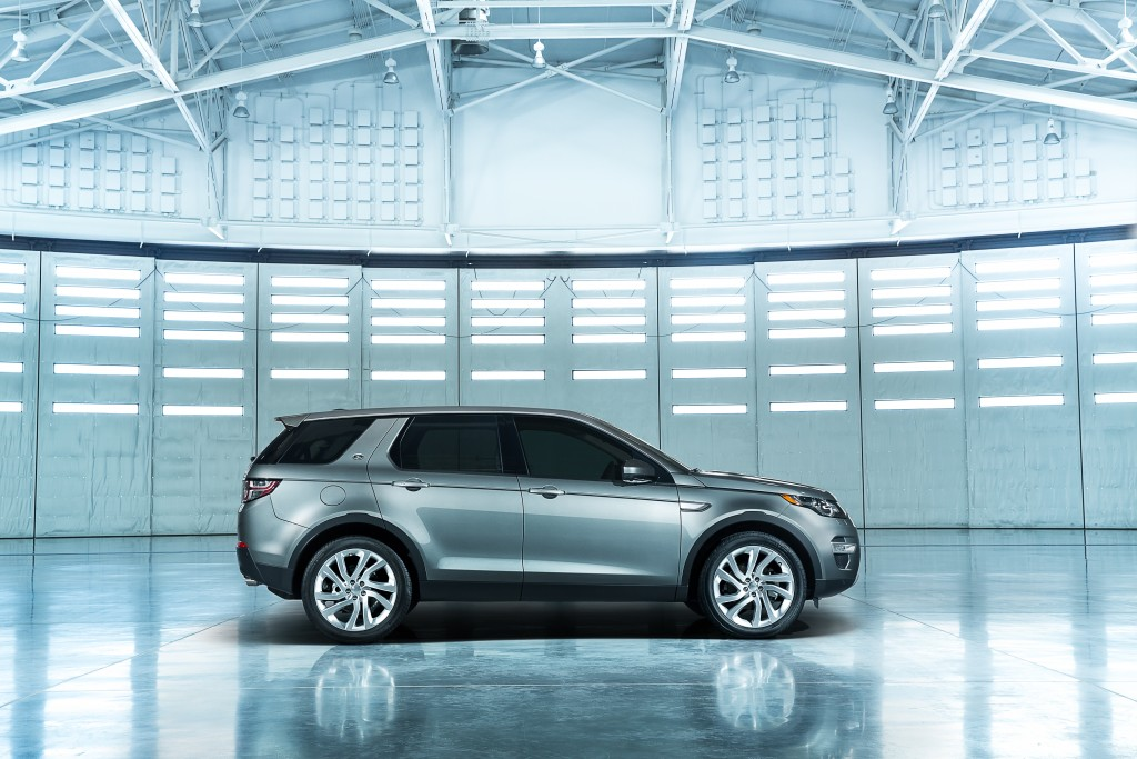 LR_Discovery_Sport_08_93343
