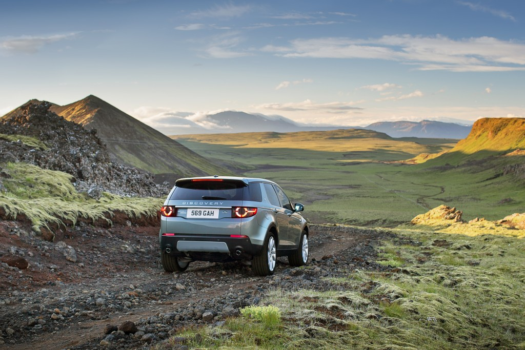 LR_Discovery_Sport_21_93355