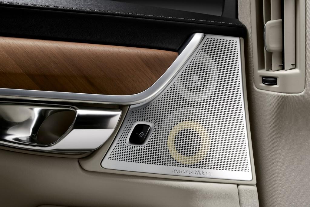 170135_Interior_Bowers_and_Wilkins_Rear_Door_Speakers_Volvo_S90_1