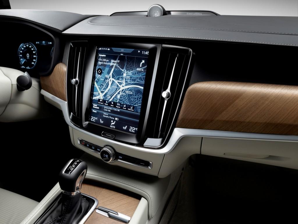 170136_Interior_Centrestack_Right_Volvo_S90