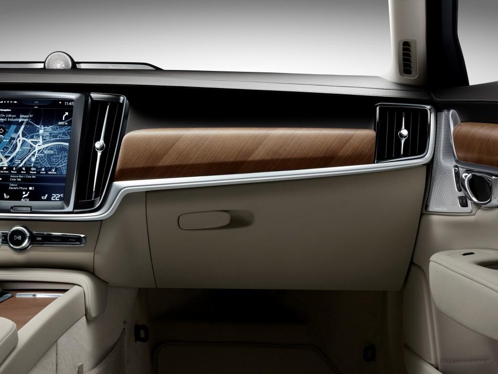 170139_Interior_IP_Glove_box_Volvo_S90
