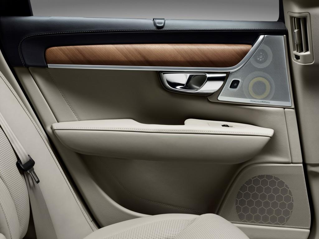 170141_Interior_rear_door_Volvo_S90