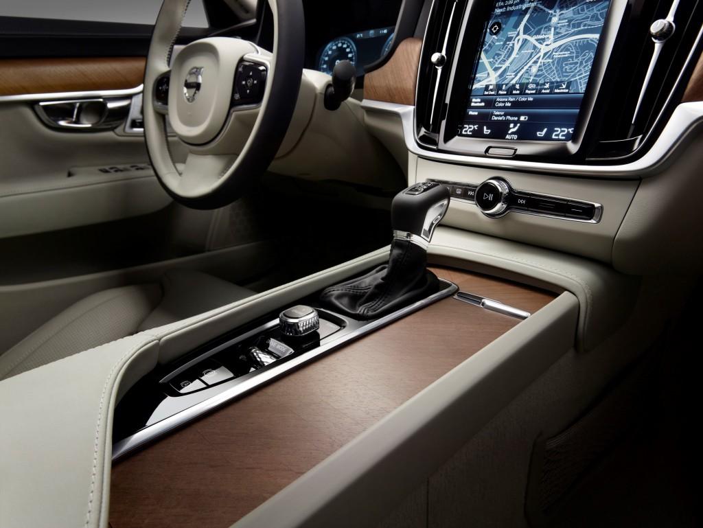 170144_Interior_Tunnel_Console_Volvo_S90