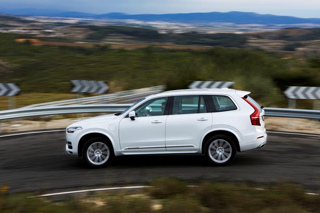 157811_The_new_Volvo_XC90_T8_Twin_Engine_petrol_plug_in_hybrid_driven_in_Tarragona